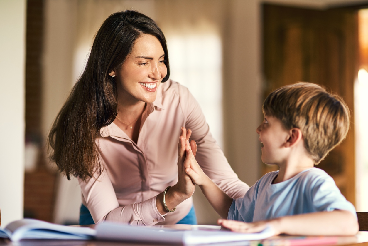 Como elogiar os filhos de maneira saudável e encorajadora?