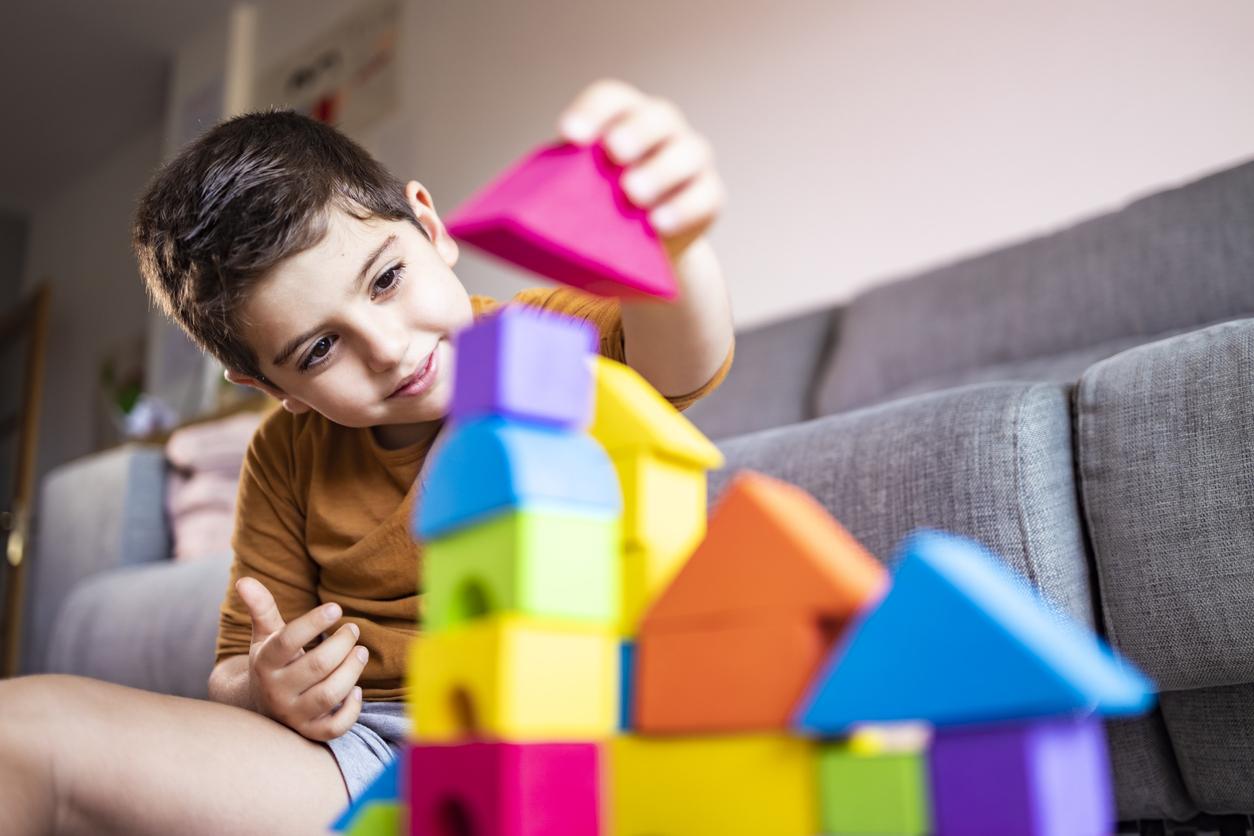 O estudo da psicomotricidade se concentra no desenvolvimento motor da criança, considerando os aspectos emocionais e cognitivos.